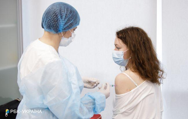Темпи вакцинації в Україні продовжили падати: за добу прищепили трохи більше 2 тисяч осіб