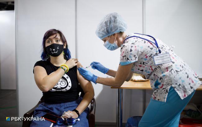 В Украине новый рекорд по COVID-вакцинации: за сутки сделали почти 115 тысячпрививок