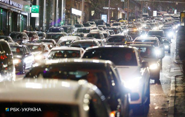 Киев остановился в пробках из-за непогоды: какие улицы стоит объезжать