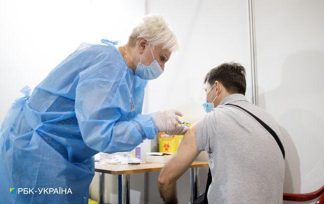 Вакцинация в Украине: половина киевлян уже сделала прививки от COVID