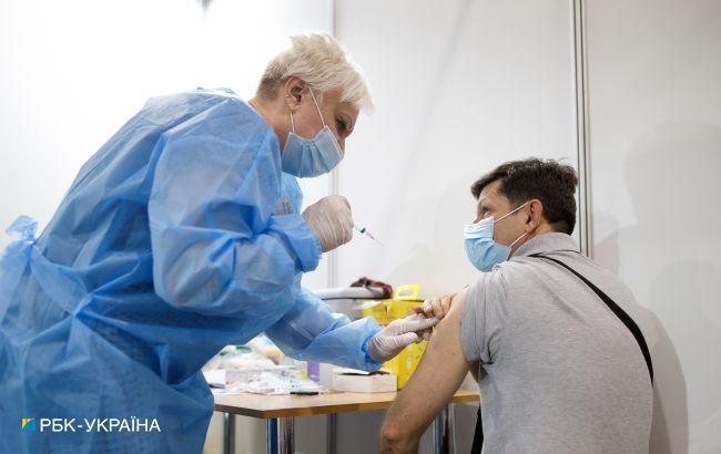 Вакцинация в Украине: одну дозу сделали более 6 млн человек