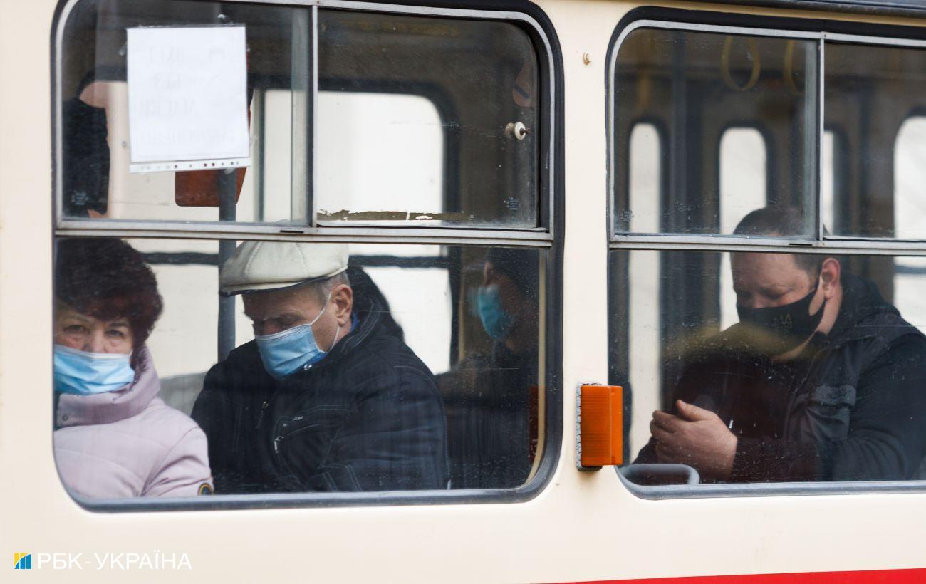 Автобусы и поезда только для вакцинированных. Кабмин планирует усилить карантин