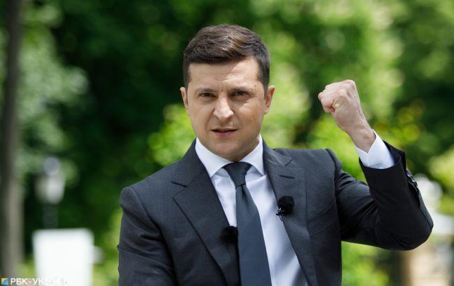 Зеленский утвердил санкции против Захарченко и еще девяти военных
