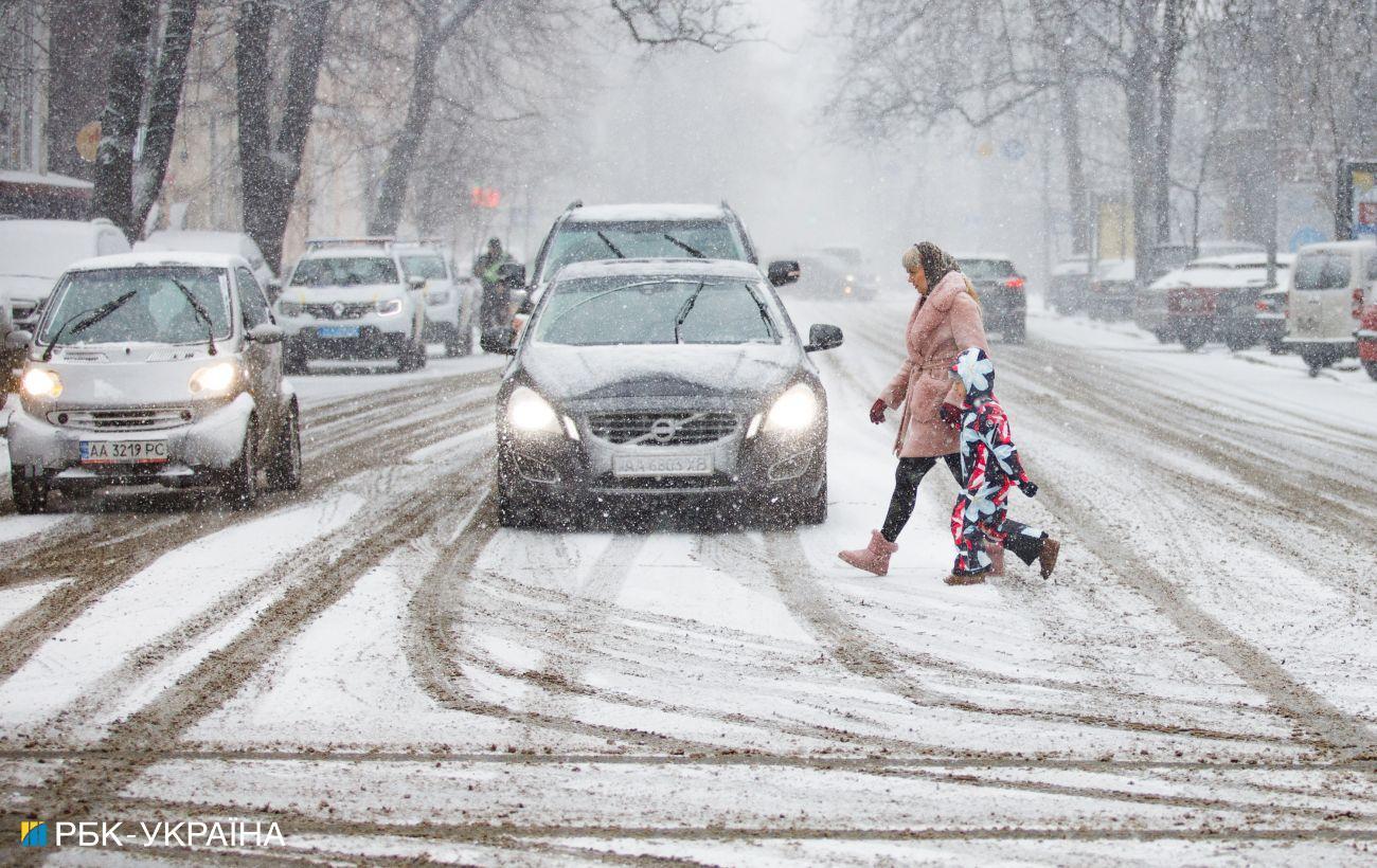 Киев завтра ограничит въезд грузовиков из-за непогоды