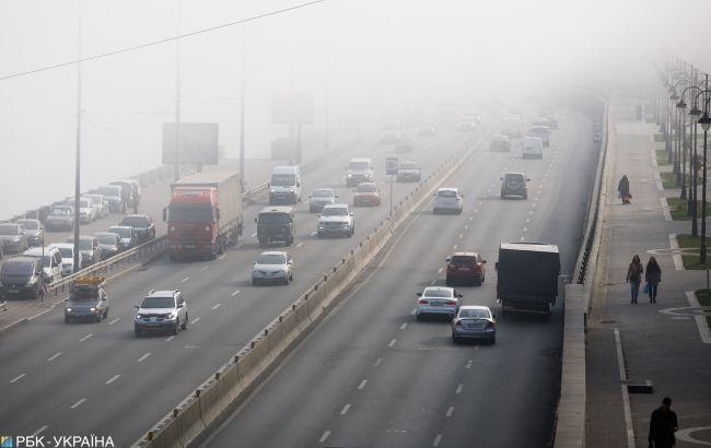 Дощ та туман: водіїв попередили про погіршення погоди