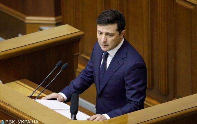 Дії та заяви Зеленського схвалюють менше половини українців