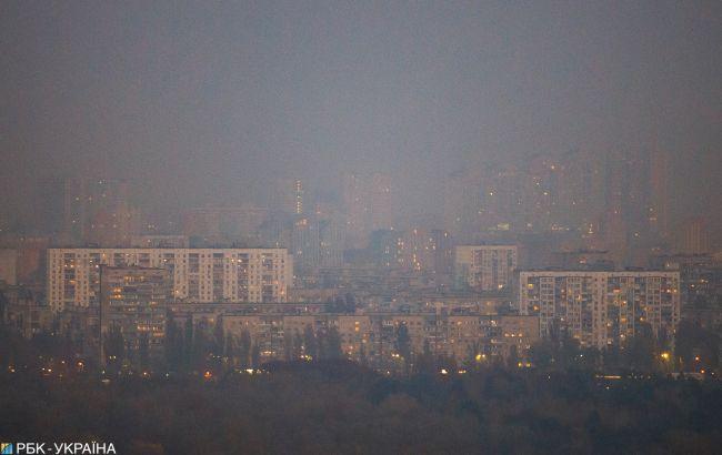Пилова буря і дим з Чорнобиля: що відбувається в Києві зараз