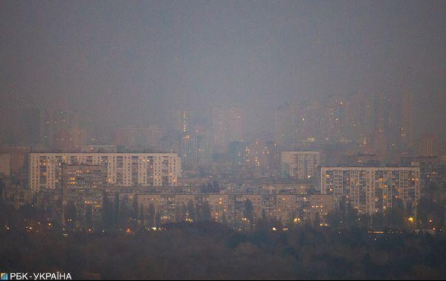 Забруднення повітря у 3 рази вище за норму, але без цезію: що відомо про дим у Києві