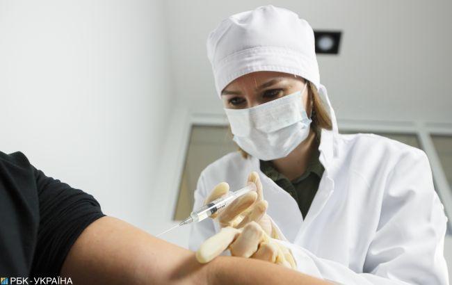 В Україні стартувала COVID-вакцинація. Зробили перше щеплення