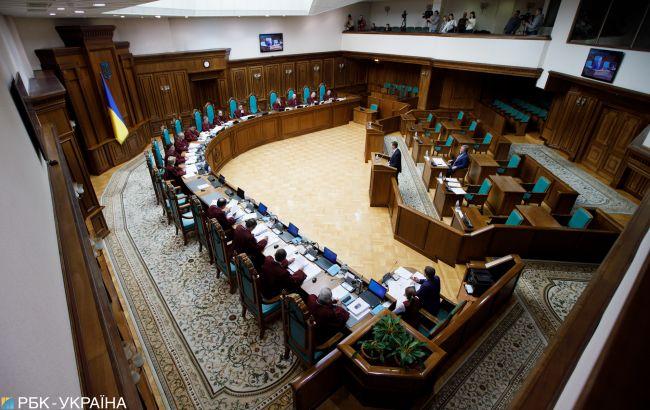 """Конституционность """"языкового закона"""" не рассмотрели: шесть судей заблокировали работу КСУ"""