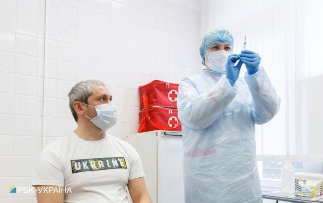Третя доза вакцини від COVID. Експерт розповів про нове щеплення для українців
