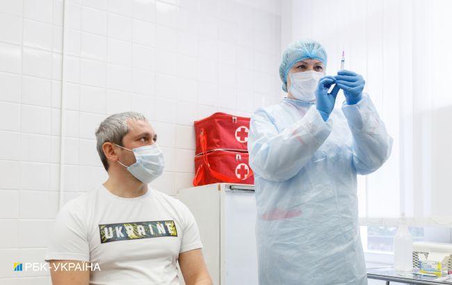 Всім укол. Кого у світі зобов'язали до вакцинації і чого чекати українцям