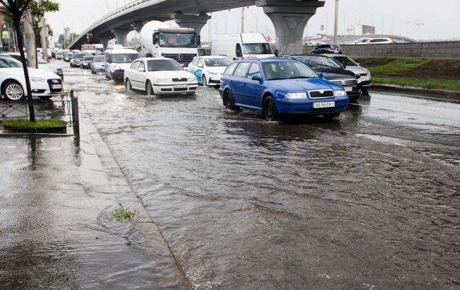 В Киеве из-за ливня подтоплены десять улиц