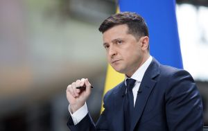 Зеленський зажадав звільнення чиновників за невиплату зарплат лікарям