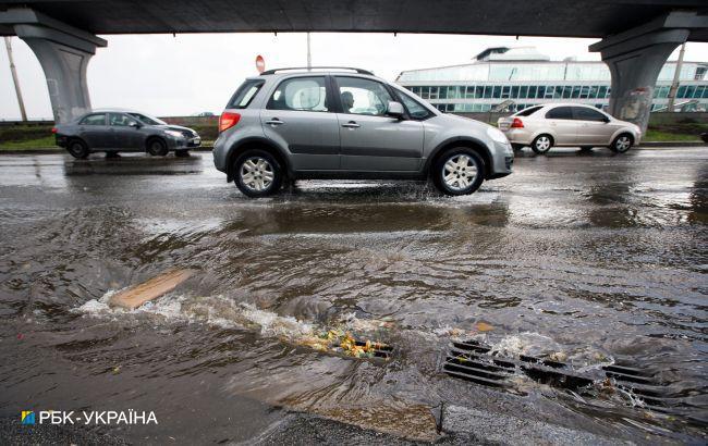На левом берегу Киева произошел порыв на водопроводе: где ограничено движение