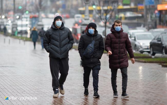 """""""Зони"""" замість локдауну: що МОЗ планує робити з карантином в Україні"""