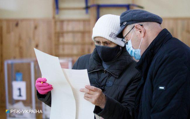 Українці розповіли про складнощі голосування з новими бюлетенями