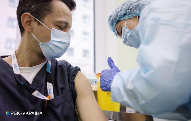 В Украине за сутки сделали 2230 прививок от COVID, в одной области не вакцинировали