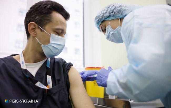В Україні почали прищеплювати другою дозою AstraZeneca