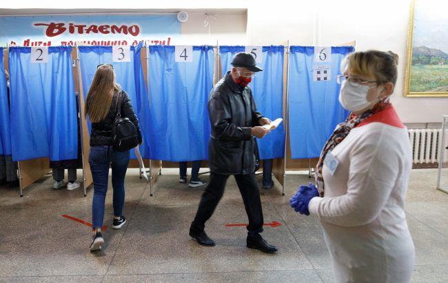 Во Львовской области полиция начала охранять терризбиркомы перед выборами