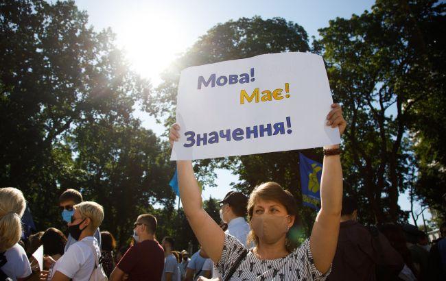 Абсолютное большинство украинцев выступают за единственный государственный язык