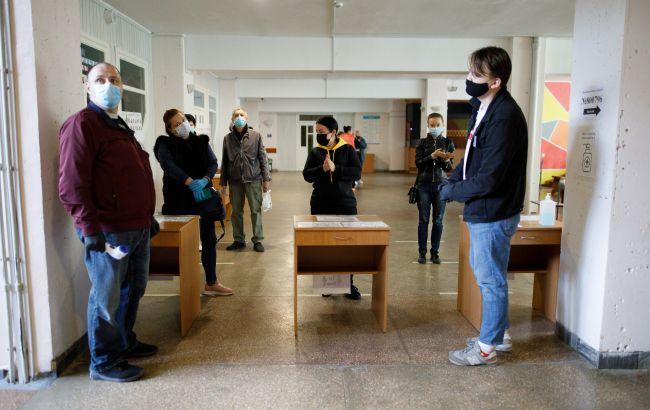 Поліція отримала вісім повідомлень про мінування виборчих дільниць