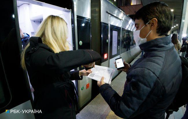 Вакцинируйся или плати. Что происходит на вокзалах Киева после начала локдауна