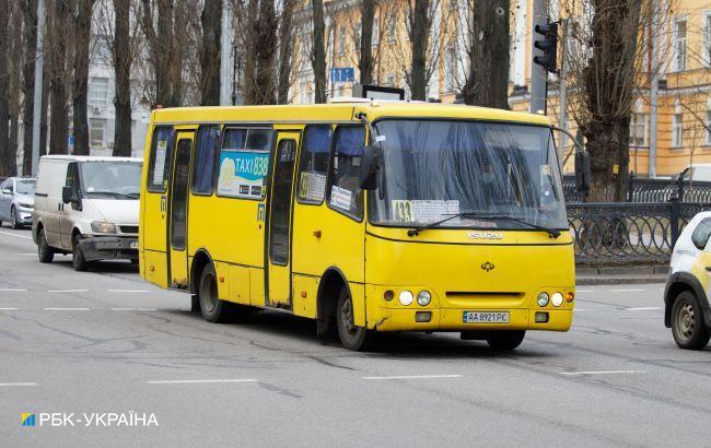 Рассыпалась на ходу: в Киеве маршрутка не выдержала бешеного ритма карантина
