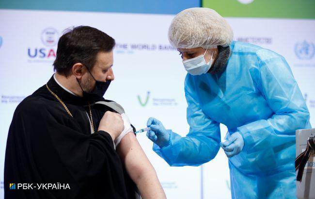 В Украине вчера сделали еще более 70 тысяч прививок от COVID-19