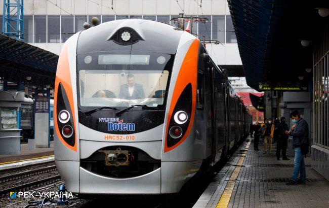 """Пассажиры превратили вагон """"Интерсити"""" в свинарник: """"это быдланство, просто дно"""" (фото)"""