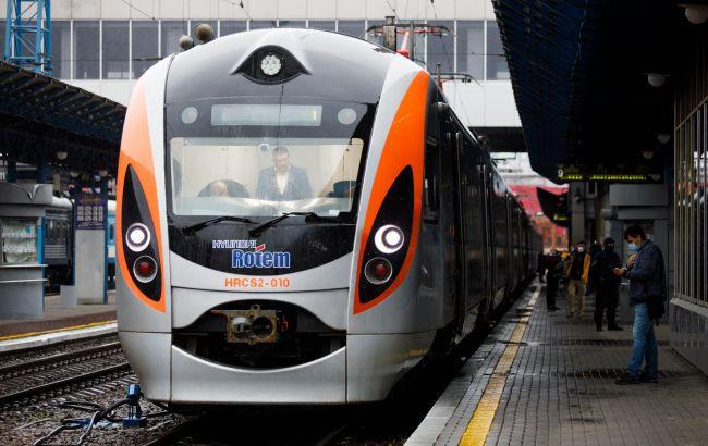 Укрзализныця добавила поезда на запад Украины: куда можно поехать