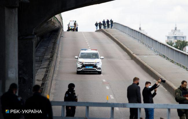 Полиция завершила проверку моста Метро в Киеве