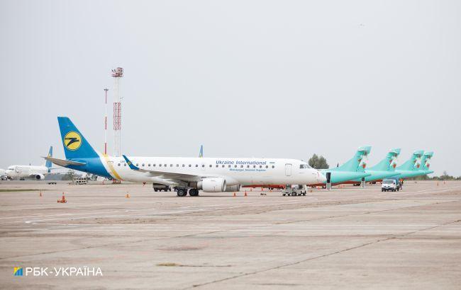 """Справа ПриватБанку: в """"Борисполі"""" посадили літак, проходить спецоперація"""