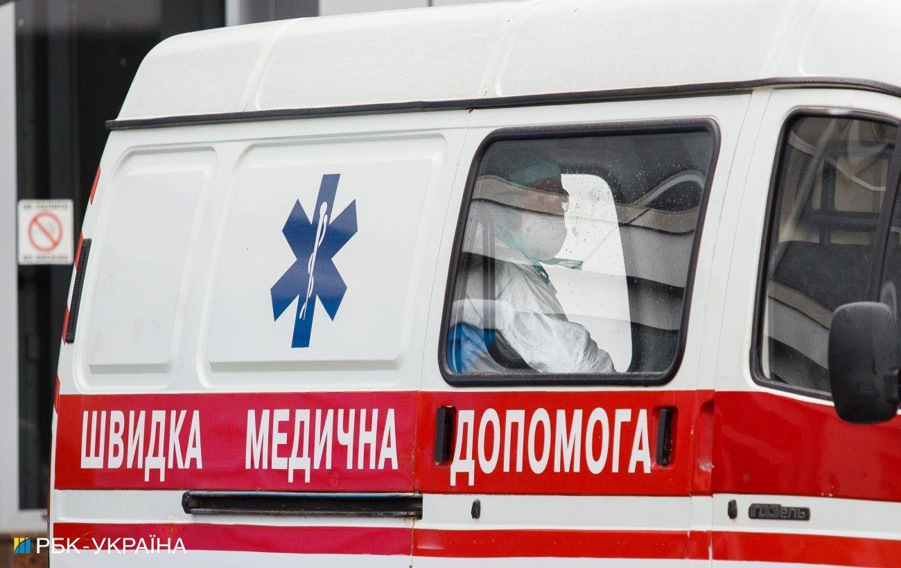 Возле Львова «скорая» сбила пешехода на переходе: момент ДТП попал на видео