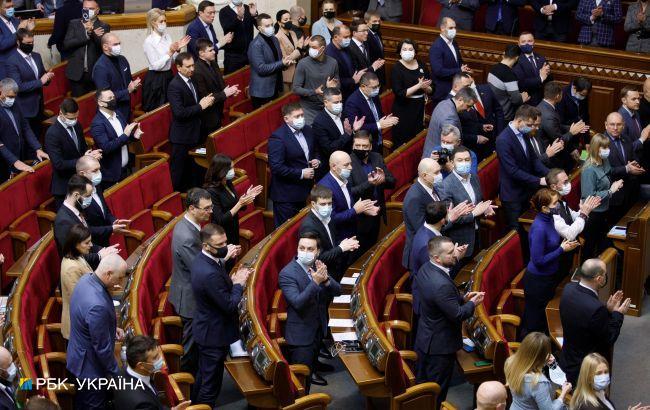 """В Україні хочуть скасувати адмінарешт за наркотики """"для себе"""" і пияцтво в громадських місцях"""