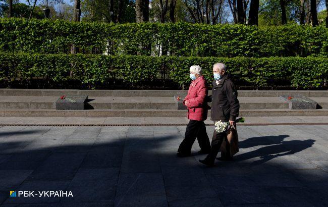 Різниця у 10 років: Держстат назвав тривалість життя жінок та чоловіків