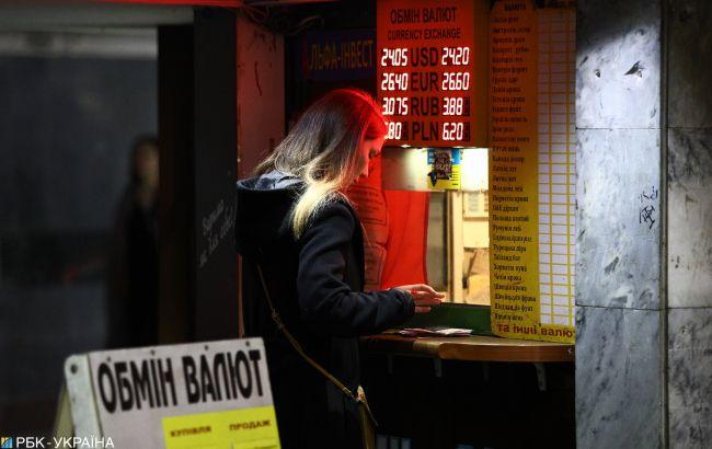 Аналітики прогнозують помірне зниження долара до гривні