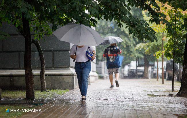Дощі не відступають: в Україні очікуються грози і сильний вітер