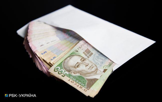 Середня зарплата в Україні за рік зросла майже на 30%