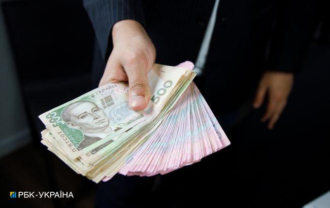 Средняя зарплата в Украине за месяц выросла более чем 1 тысячу гривен