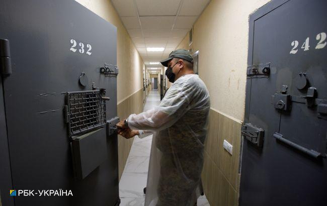 Омбудсмен: в Борисполе обнаружили коронавирус в 31 осужденного, из медиков в колонии - только стоматолог