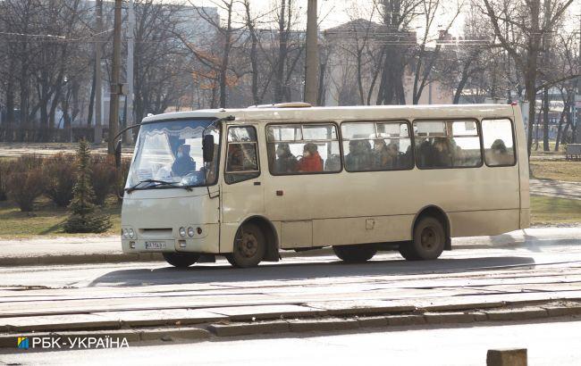 """У Києві """"засікли"""" маршрутника, якому плювати на безпеку: іконки бережуть"""