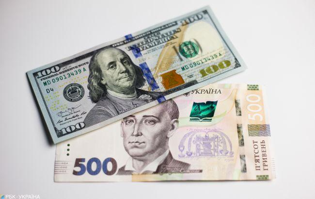 Курс доллара упал ниже 28 гривен впервые за три месяца