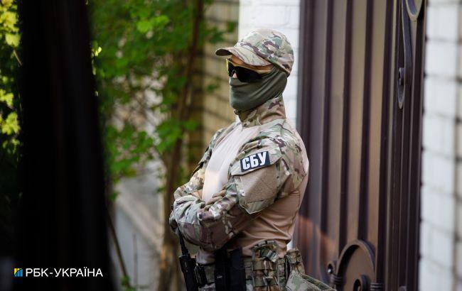 Один з начальників прикордонслужби за хабарі допомагав нелегально ввозити в Україну автомобілі