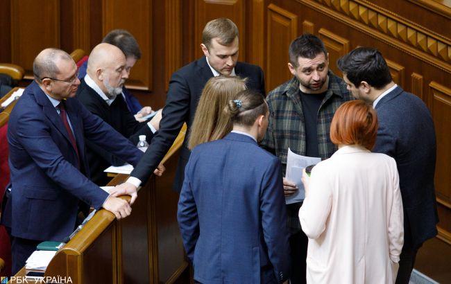 """Под прицелом: как в """"Слуге народа"""" начали зачистку от проблемных депутатов"""