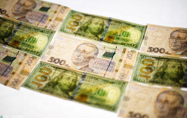 НБУ на 3 июня снизил официальный курс доллара