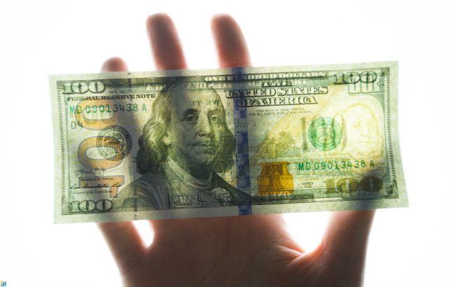 Курс доллара замедлил рост на межбанке