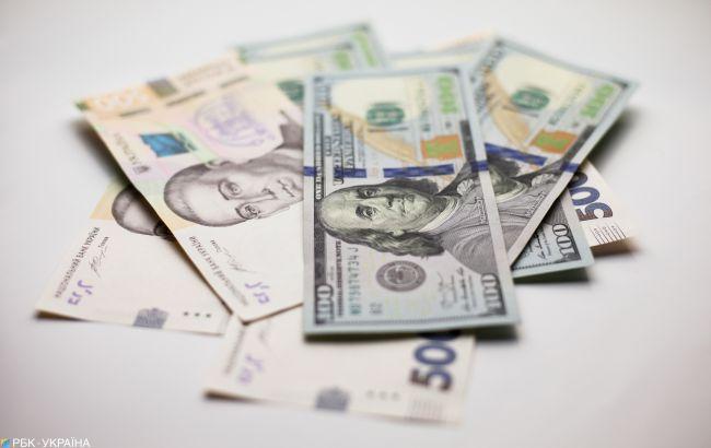 Курс доллара на межбанке упал ниже 28 гривен и продолжает снижаться