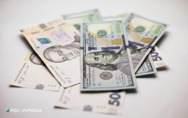 Курс доллара упал до минимума с августа 2020 года
