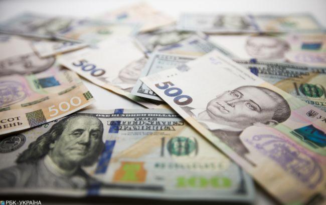 НБУ знизив офіційний курс долара до психологічної відмітки